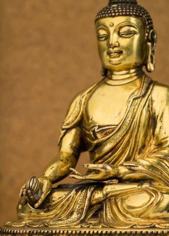 Fire-gilt Bronze of the bhaisajya guru on a Lotus - photo 4