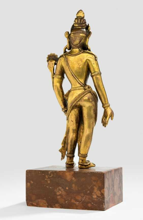 Fire-gilt Bronze of Padmapani on a stone plinth - photo 2
