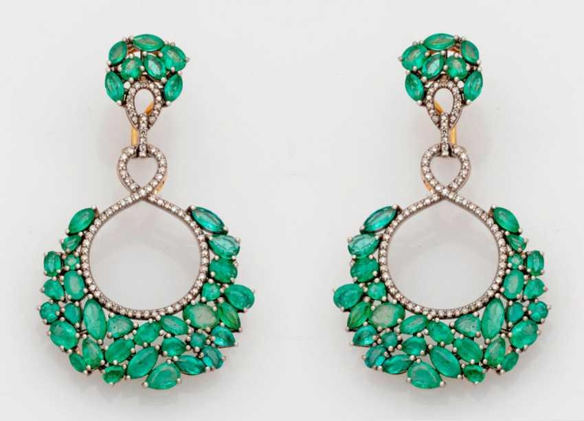 Pair of extravagant emerald drop earrings - photo 1