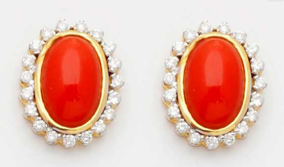 Pair of classic coral earrings - photo 1