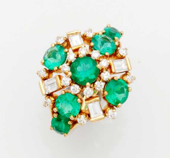 Representative Emerald And Diamond Ring - photo 1