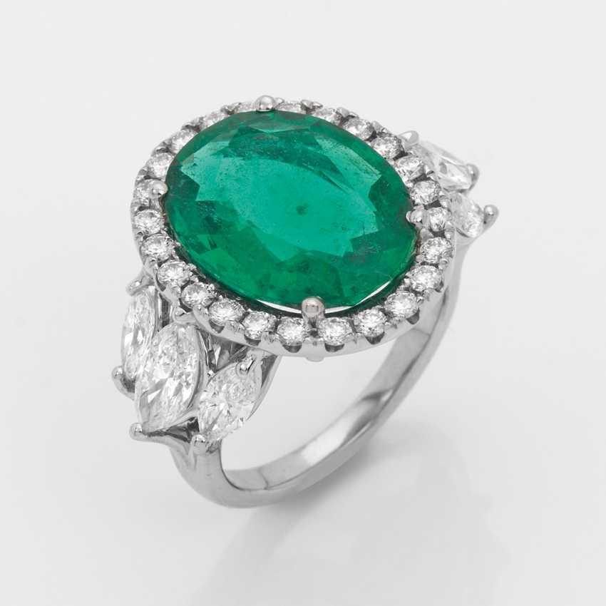 Magnificent Zambia emerald ring with diamonds - photo 1