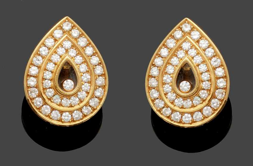 """Pair of Chopard earrings from the collection """"Happy Diamonds"""" - photo 1"""