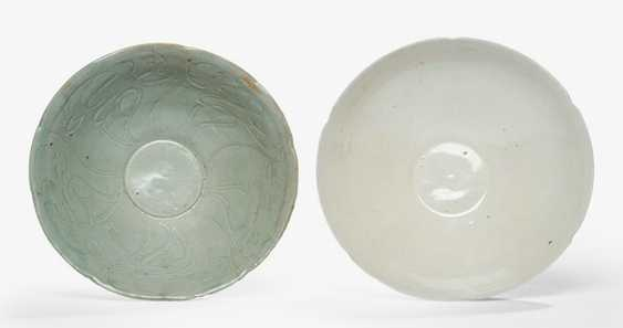 Two easy, five - and six-passig-shaped celadon and 'Dingyao'cups - photo 2