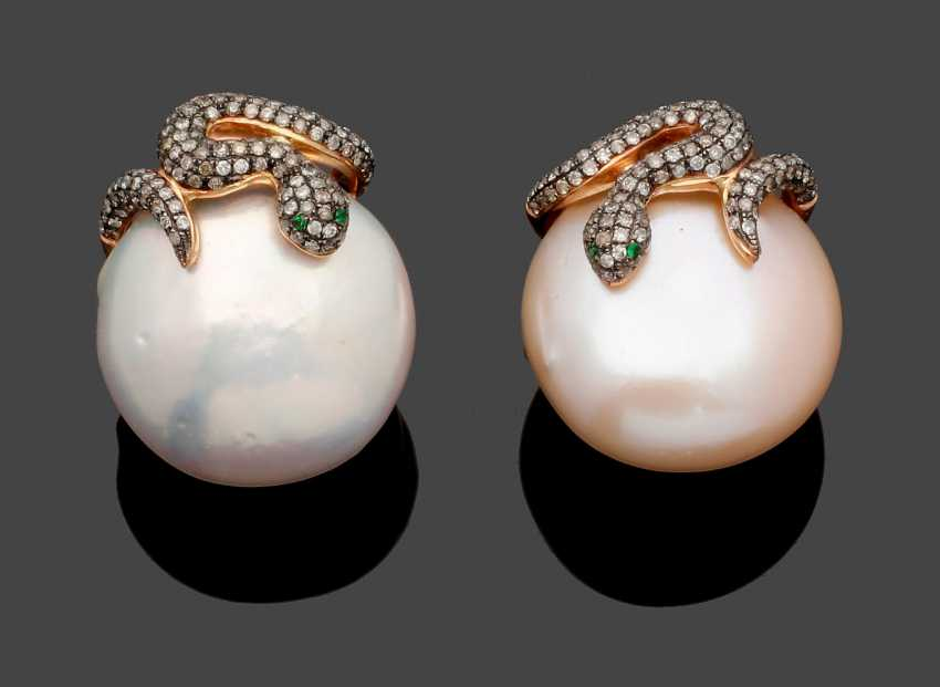 Pair of extravagant pearl earrings with diamonds - photo 1