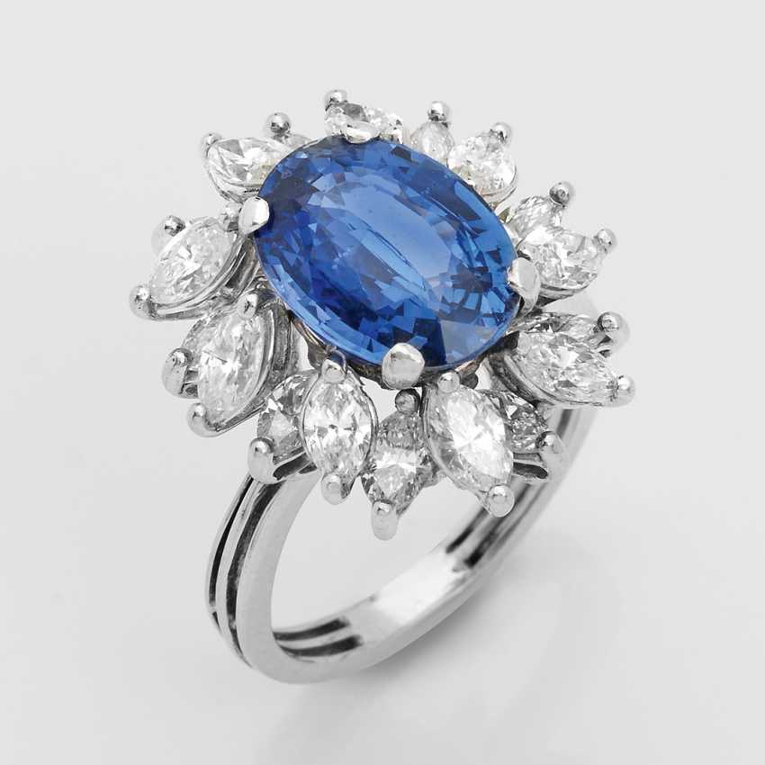 Cornflower blue sapphire ring with diamond trim - photo 1