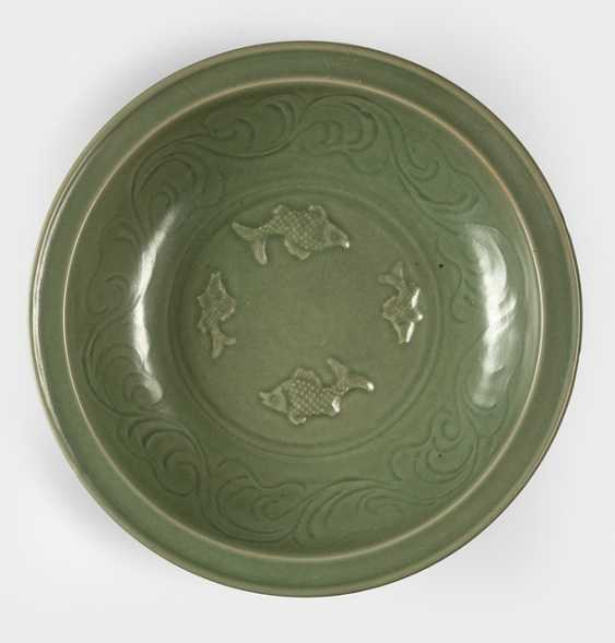 Large celadon dish with decoration of four fish in Relief - photo 1