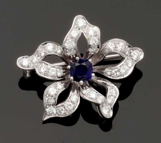 Flower brooch with sapphire and diamond trim - photo 1