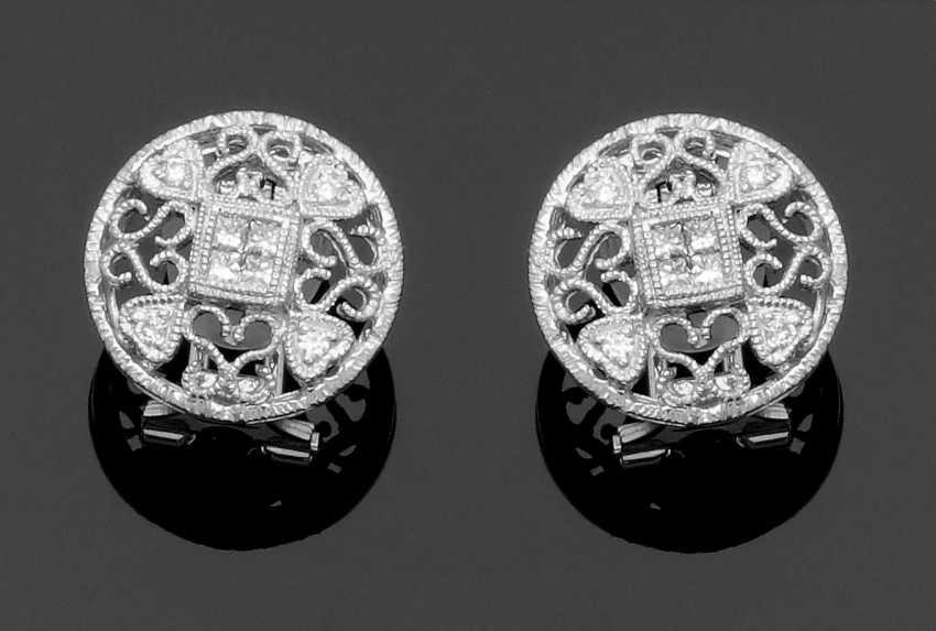 Pair of fine diamond earrings - photo 1
