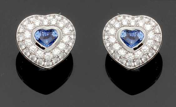 Pair of sapphire heart earrings by Chopard - photo 1