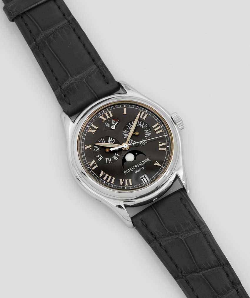Gentleman's wristwatch by Patek Philippe with calendar - photo 1
