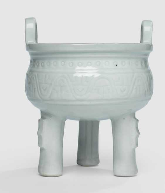 Incense burner in the Form of a 'thing' made of porcelain, white, glazed in the archaic style - photo 1