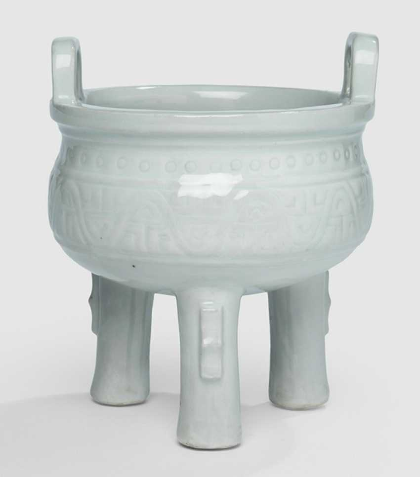 Incense burner in the Form of a 'thing' made of porcelain, white, glazed in the archaic style - photo 2