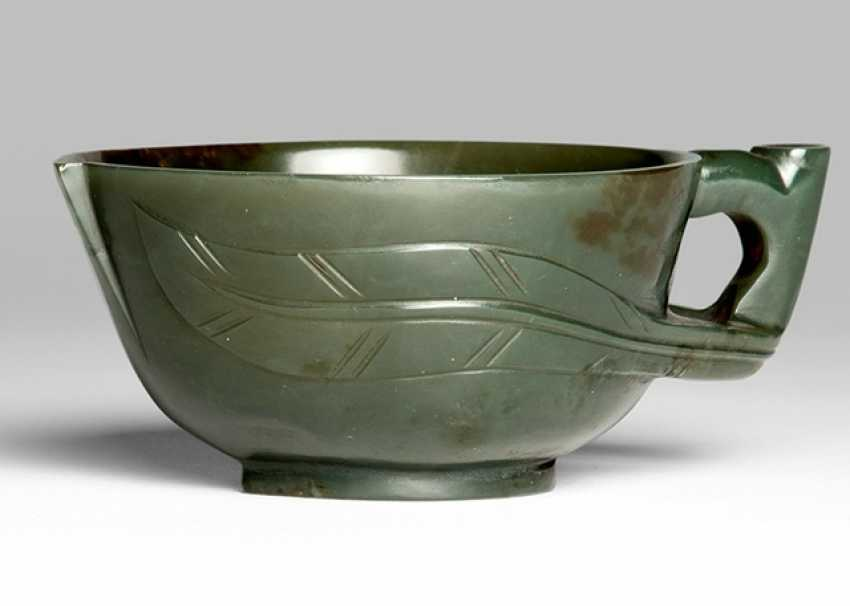 Dark green Jade drinking vessel in the Form of a peach - photo 1