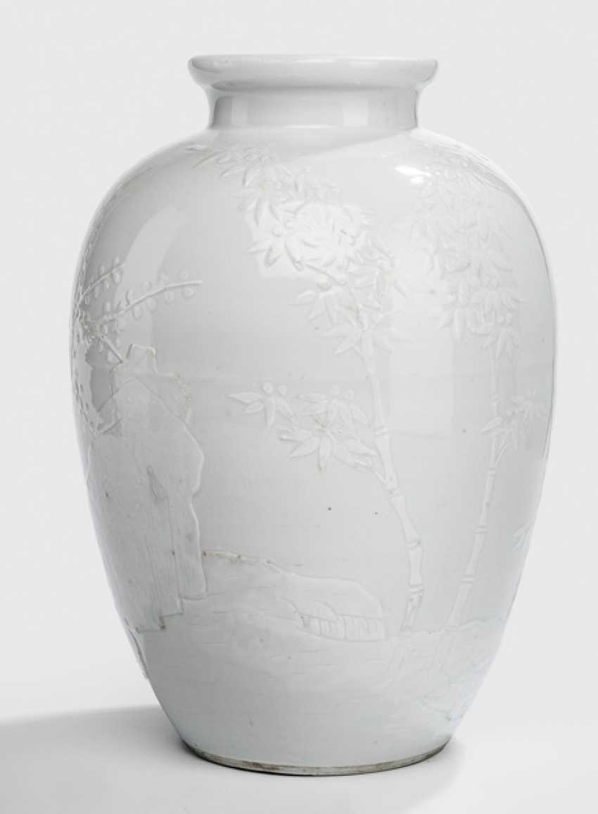 Modelled Vase with decor of the 'Three friends of winter', white glazed - photo 1