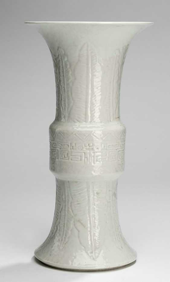 Archaisierende Vase in the Form of a 'ton' with a white glaze - photo 1