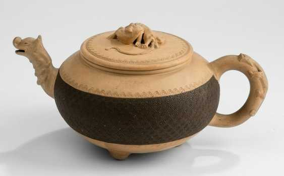 Pot made of Zisha Ware with spout and knob in the Form of a Chilong - photo 1