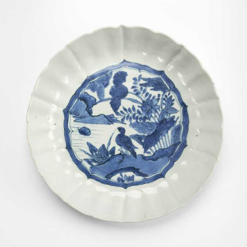 Plate with flower and bird decor in under glaze blue - photo 1
