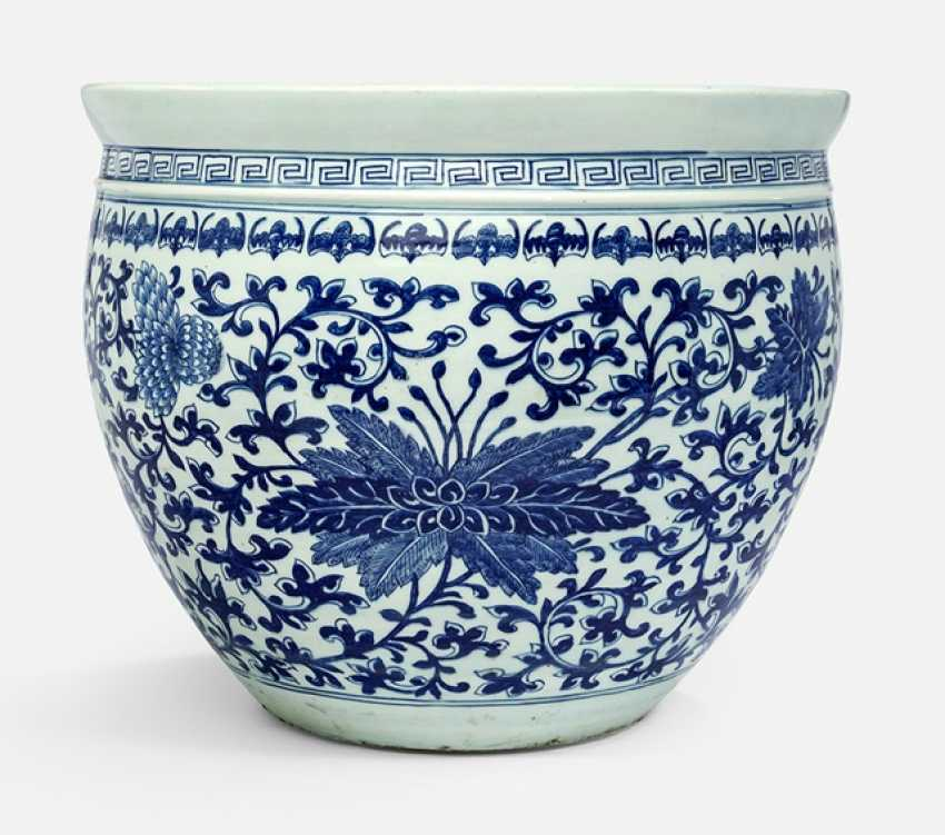 Cachepot with under glaze blue flowers and decor - photo 1