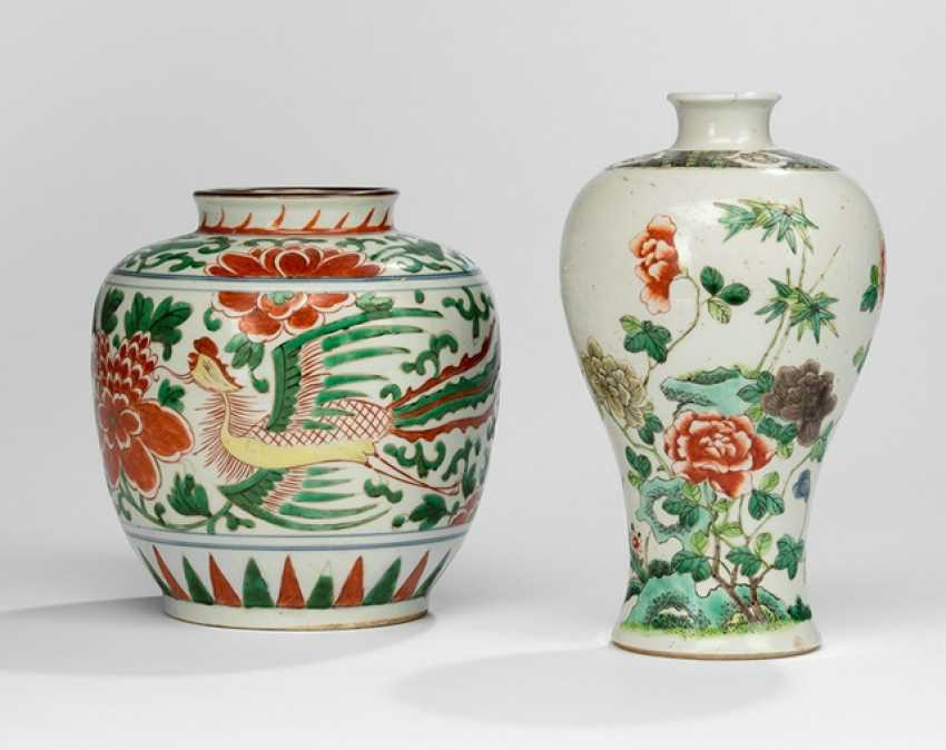 In the colours of the 'Famille decorated shoulder of the pot with Phoenix and Meiping verte' - photo 1