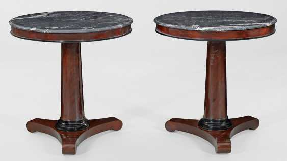 Pair of parlor tables in Biedermeier style - photo 1