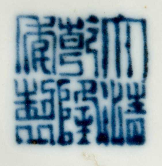 Pilgrim bottle of porcelain, with polychrome Figure - photo 2