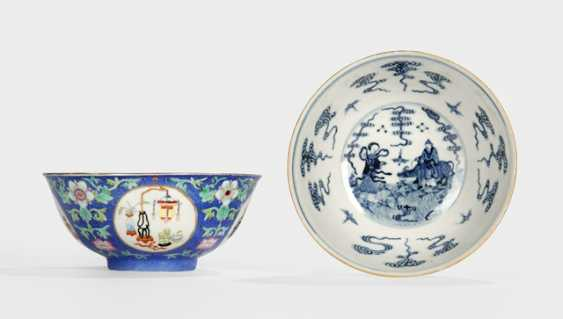 Pair of blue glazed bowls with Sgraffiato-ground and medallions, with antique - photo 1