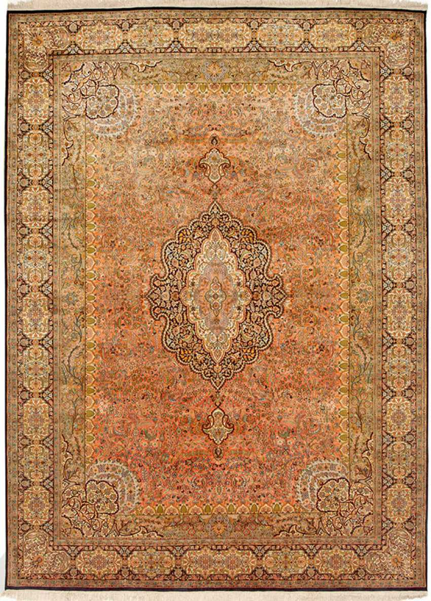 A Large Kashmir Silk Carpet - photo 1