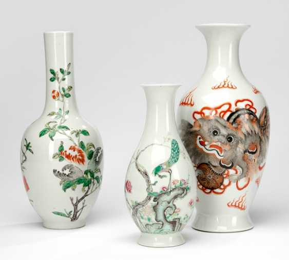 Group of four vases made of porcelain, with decoration of lions - photo 1