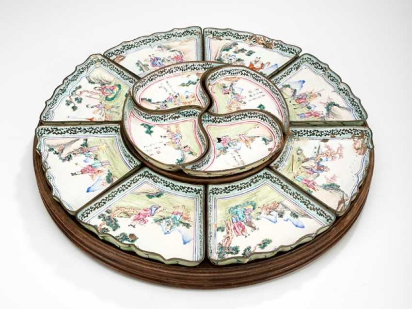 Doctors Set from Canton enamel on a rotating disc made of wood - photo 1