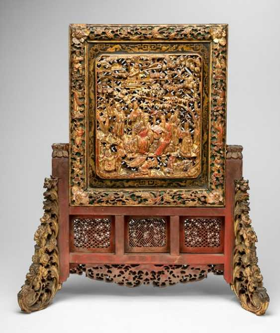 Adjusting screen with relief carving of a figure scene and lacquer red-back, with Stand - photo 1