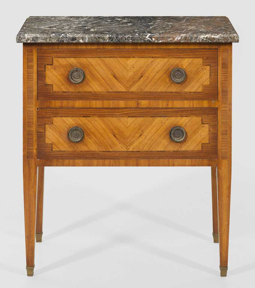 Louis XVI-arrow chest of drawers - photo 1