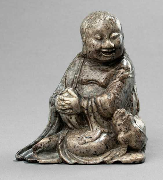 Soapstone figure of a seated Liu Hai with toad - photo 1