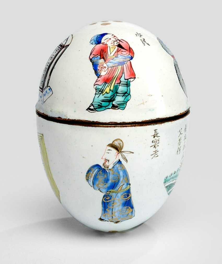 Unusual work from the Canton-Email, in the Form of an egg with poem inscriptions and figure - photo 1