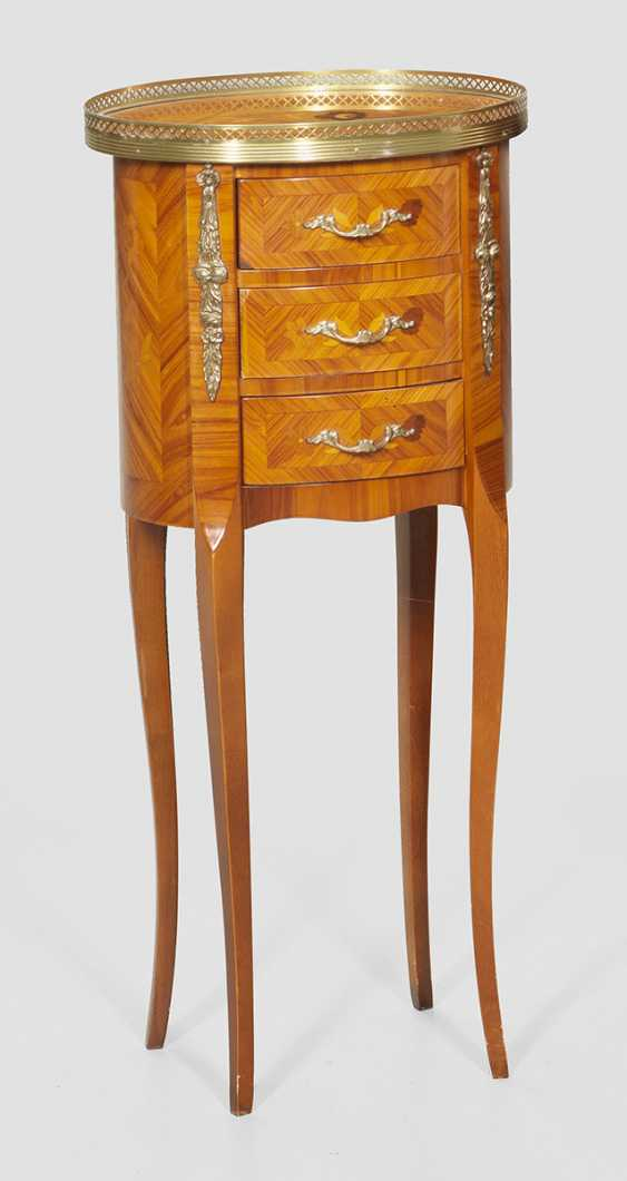 Small arrow to the chest of drawers in the Louis XVI style - photo 1
