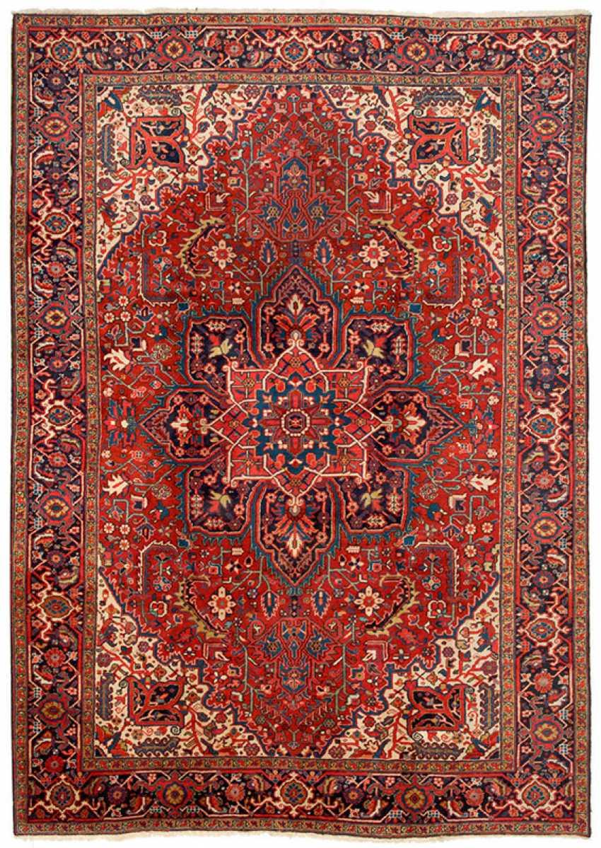 A Large Heriz Carpet - photo 1