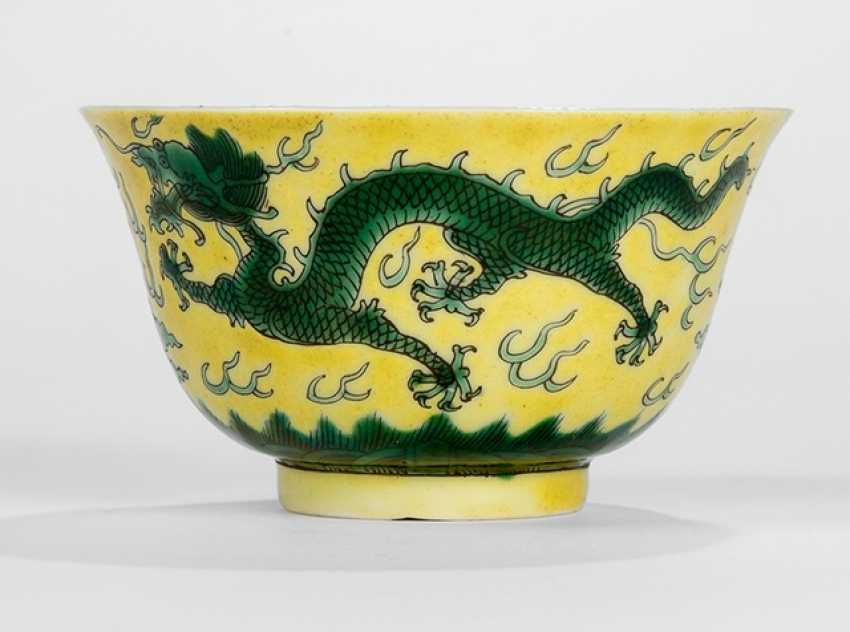 Small dish with decoration of green dragons on a yellow ground - photo 1