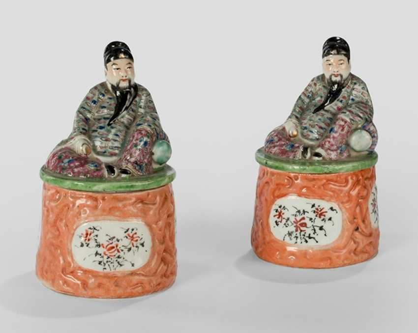 Two cover cans with Li Taibo made of polychrome decorated Bisque porcelain - photo 1