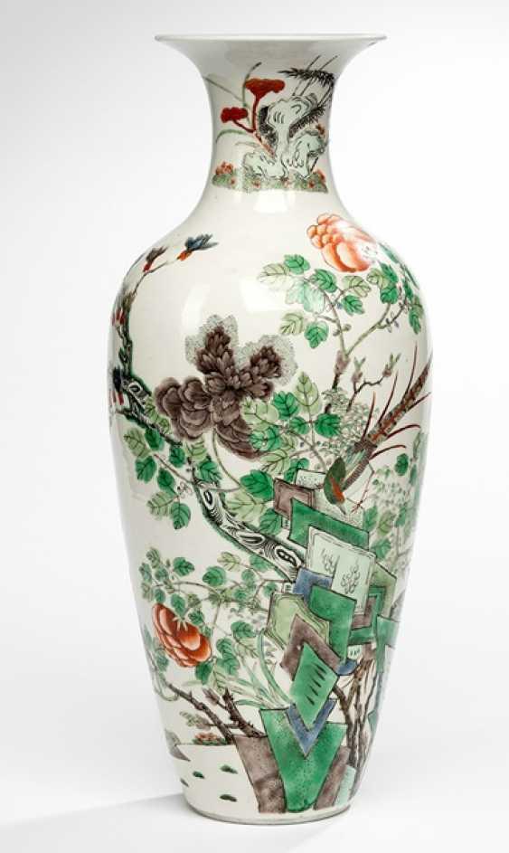 Большая балясины ваза с птицей и цветочный Декор в цветах 'Famille verte' - фото 1