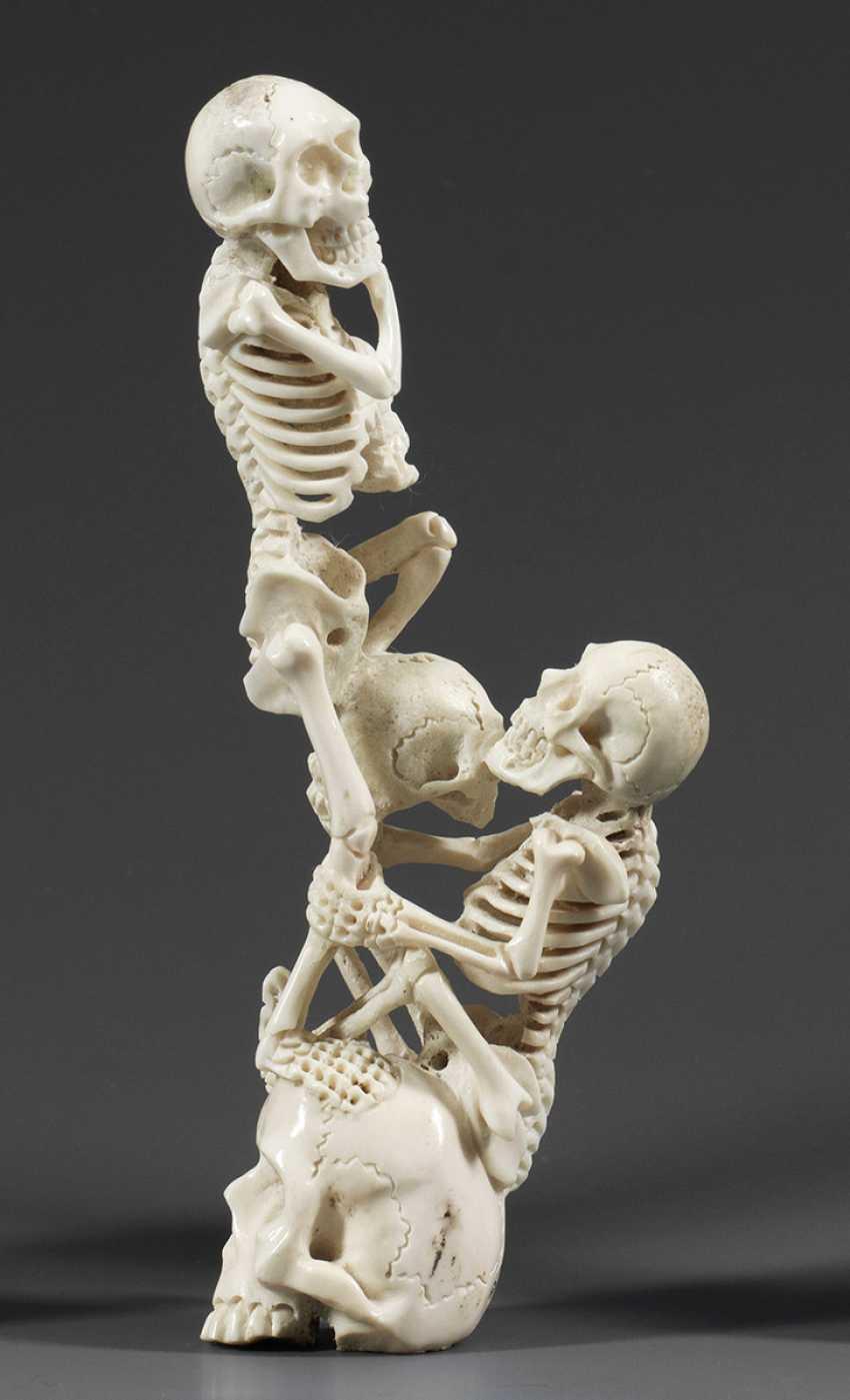 Memento mori carving - photo 1
