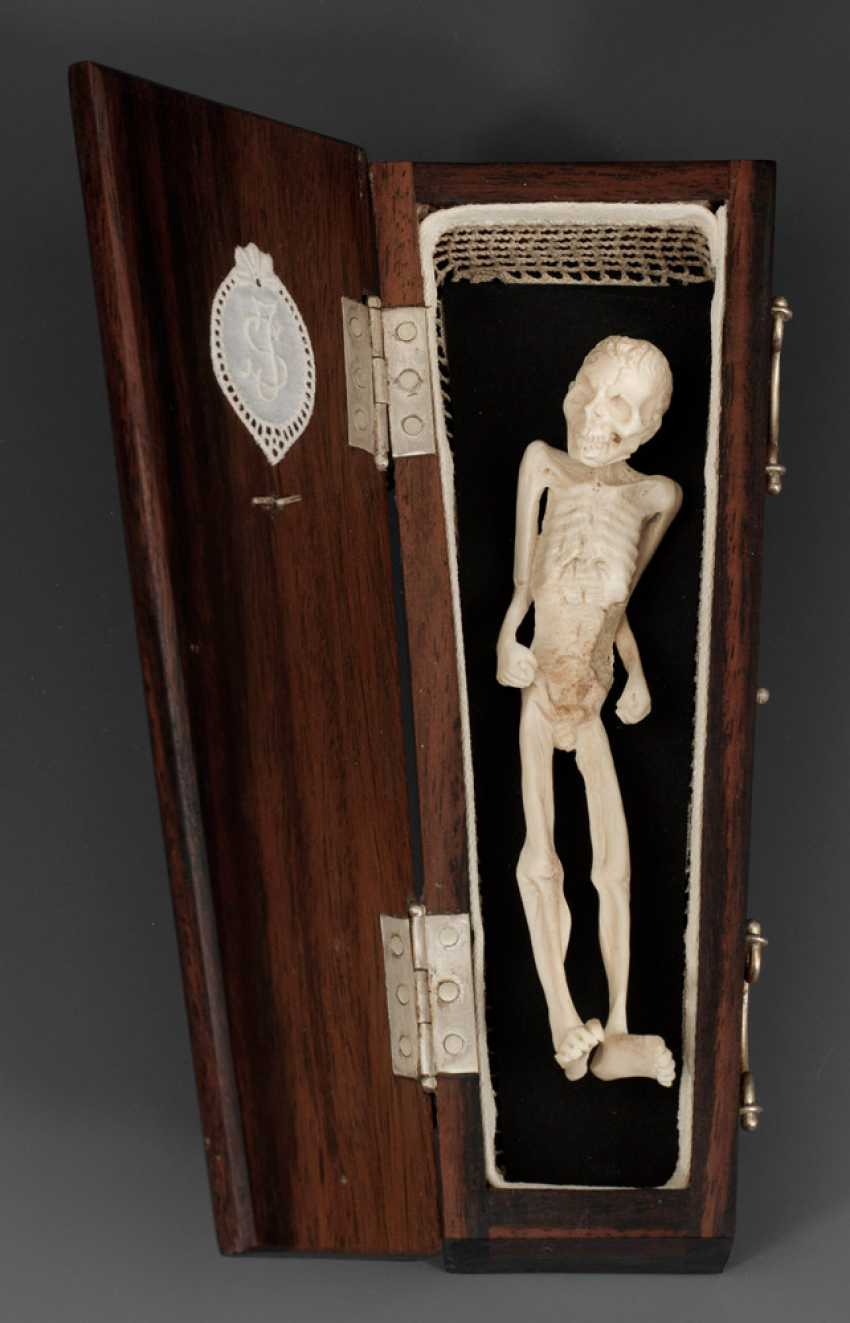 Memento mori-Figur - photo 1
