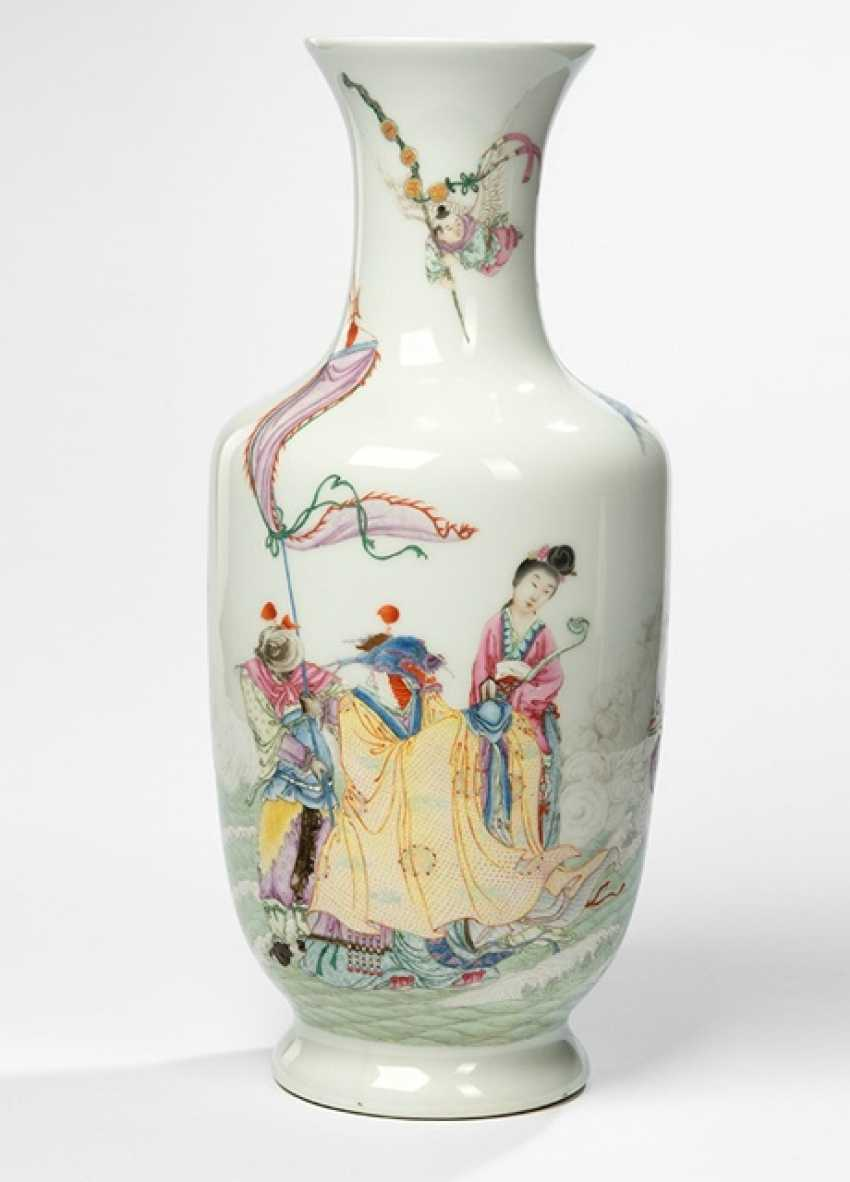 Vase with Famille rose decor of various mythological deities - photo 1