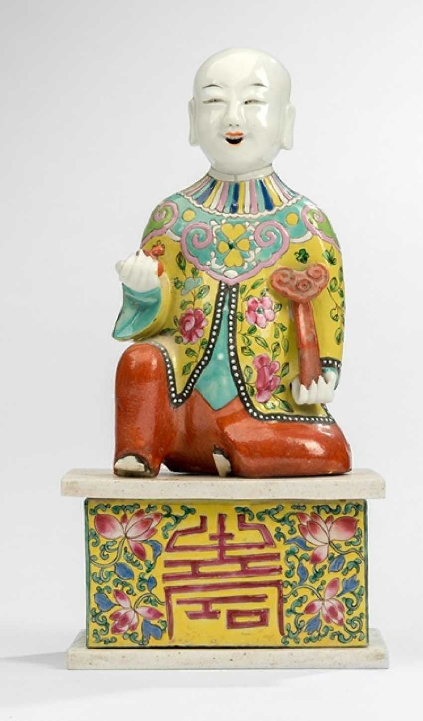 Polychrome decorated figure of a boy on a pedestal - photo 1