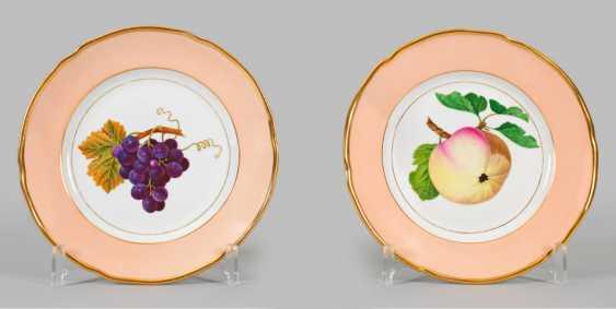 Pair of Biedermeier-style ornamental plates with fruit decor - photo 1
