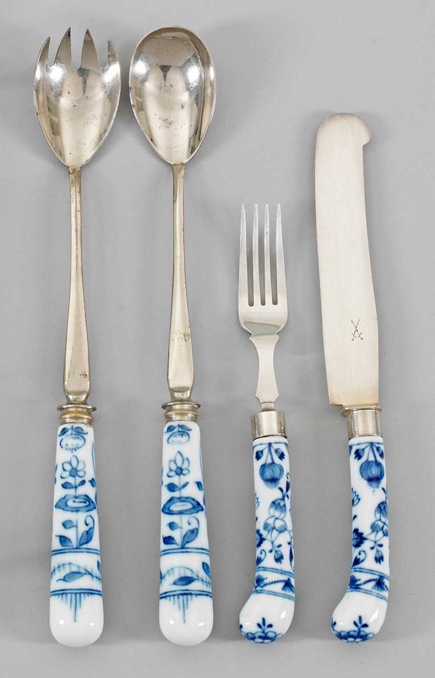 Rest Cutlery with onion pattern decoration - photo 1