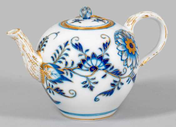 Small teapot with onion-pattern-decor - photo 1