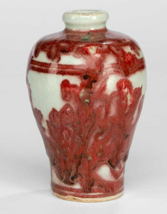 Copper red decorated Meiping with floral decor - photo 1