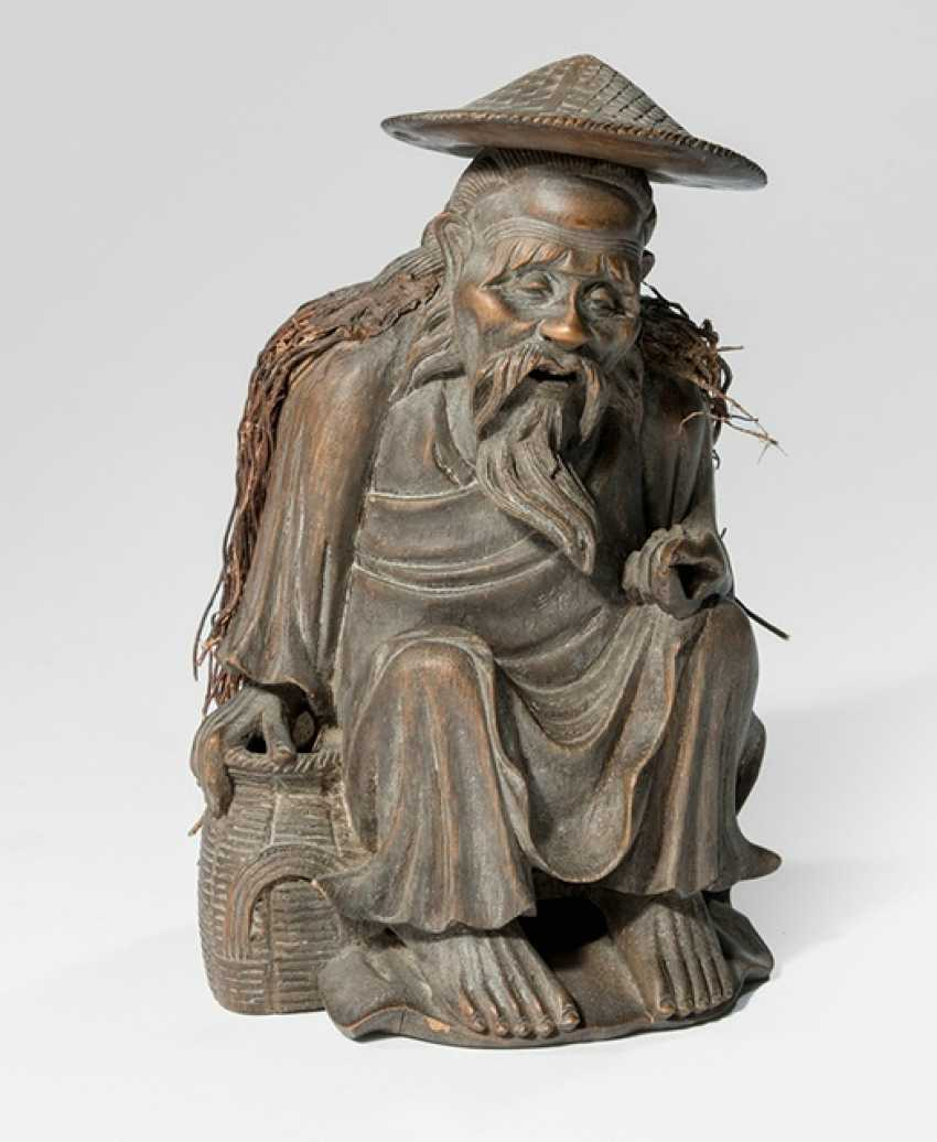 Figure of a seated fisherman, bamboo basket and hat - photo 1