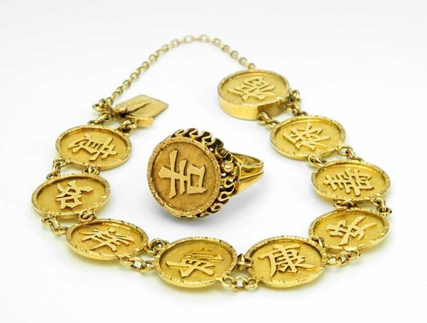armband mit kreissegmenten und aufschrift und ring aus 14kt gold los 835. Black Bedroom Furniture Sets. Home Design Ideas