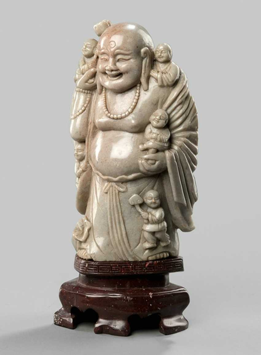 Soapstone figure of Budai with five young on stone base - photo 1